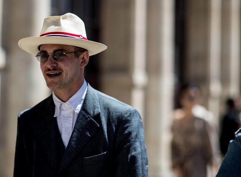 استایل یک آقا با کلاه تابستانی