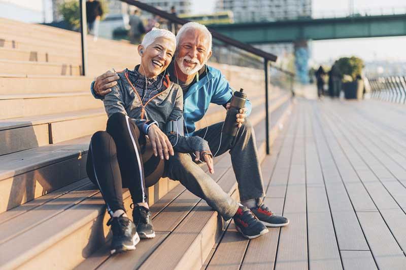 یک زوج پیر خوشحال