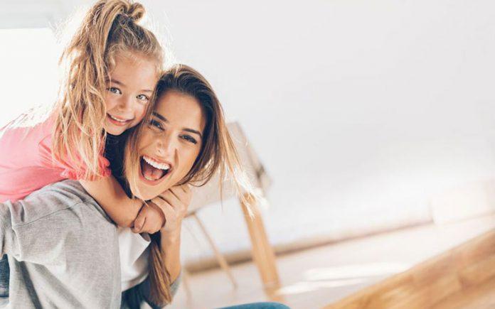 تاثیر خنده در روابط مادر فرزندی