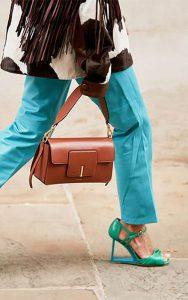 ست کردن کیف رنگی و کفش